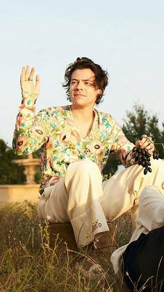 harry styles gucci campaign Harry Styles for the Gucci Mmoire dune Odeur campaign, shot by Glen Luchford. Harry Styles Mode, Harry Edward Styles, Harry Styles Fashion, Glen Luchford, Elf, Holmes Chapel, Harry Styles Pictures, Mr Style, Harry Styles Wallpaper