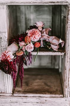 Packed with pinch-yourself-prettiness ideas that dance the line between rustic garden and industrial big city wedding romance for the fall season. Rustic Garden Wedding, Rustic Gardens, Rustic Weddings, Warm Colour Palette, Warm Colors, Color Palettes, Seattle Fashion, Strictly Weddings, Wow Products