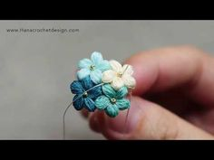 Easy how to micro crochet puff flower , how to micro crochet puff flower how to micro crochet puff flower AAB Schmuck und Ornamente Applikationen. Diy Crochet Rose, Crochet Puff Flower, Crochet Daisy, Crochet Flower Patterns, Thread Crochet, Crochet Flowers, Knitting Patterns, Crochet Bracelet, Flower Bracelet