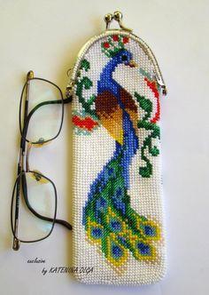Free shema: Cross Stitch, Bead eyeglass case, bag, wallet, Beads bag - My CMS Cross Stitch Bird, Cross Stitch Designs, Cross Stitch Patterns, Beaded Boxes, Beaded Purses, Bead Loom Patterns, Beading Patterns, Hand Embroidery Patterns, Beaded Embroidery