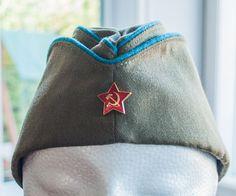 Chapeau militaire de l'armée de l'air soviétique - URSS - calot militaire URSS de la boutique 3rvintages sur Etsy Red Army, Summer Hats, Air Force, Blue Green, Badge, Cap, Boutique, Stars, Collection