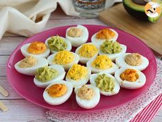 Mimosa eggs, available in 4 versions, Ptitchef recipe - - Easter Deviled Eggs, Bacon Deviled Eggs, Deviled Eggs Recipe, Chicken Snacks, Chicken Salad Recipes, Devilled Eggs Recipe Best, Making Hard Boiled Eggs, Ceviche, Mimosas