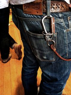 Denim Fashion, Fashion Boots, Fashion Outfits, David Beckham Style, Outfits Hombre, Red Wing Shoes, Hipster Man, Sharp Dressed Man, Wallet Chain