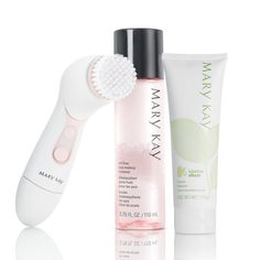 Allowing her natural beauty to shine through couldn't be easier – which makes this gift simply perfect! This Simple Beauty Set includes the Skinvigorate™ Cleansing Brush, Botanical Effects® Cleanse for Normal Skin, and the Mary Kay® Oil-Free Eye Makeup Remover.