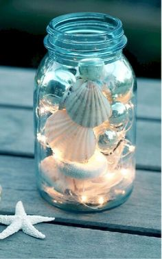 DIY mason jar craft ideas always make for a surprise! DIY maritime decoration with shells and fairy lights DIY mason jar craft ideas always make for a surprise! DIY maritime decoration with shells and fairy lights Seashell Crafts, Beach Crafts, Diy And Crafts, Beach Themed Crafts, Seashell Projects, Coastal Christmas, Christmas Crafts, Christmas Decorations, Wedding Decorations