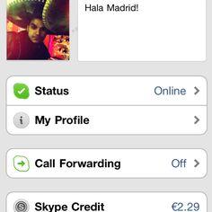Bom e velho Skype.