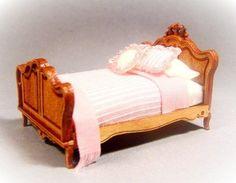 Bed Kit in Quarter scale 148 by MiniaturasMyE on Etsy, $30.00