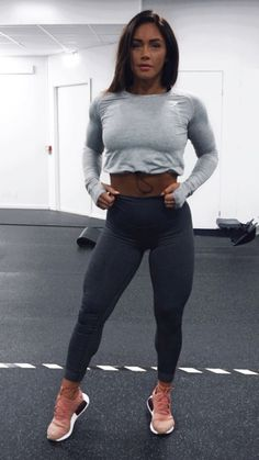 Adjust to perfection. The Women's Drawcord Crop Top features an adjustable bungee cord waist, so you can find the perfect fit. Spandex Pants, Bungee Cord, Sports Leggings, Gym Wear, Mj, Fitness Fashion, Fitspo, Perfect Fit, Strong