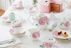 Miranda Kerr for Royal Albert Vaisselle en porcelaine Dinner Plate Sets, Dinner Sets, Miranda Kerr, Royal Albert, Dresser La Table, Tea Party Table, Shabby Chic, Tea Service, Chocolate Pots