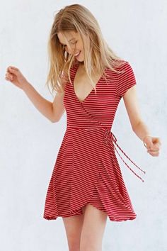 Kimchi Blue Ballet Surplice Dress - Urban Outfitters Hate the print though Cute Summer Dresses, Cute Dresses, Casual Dresses, Fashion Dresses, Maxi Dresses, Spring Dresses, Cheap Dresses, Modelos Fashion, Surplice Dress