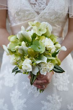 Green and white bridal bouquet#Cedarwoodweddings