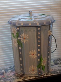 10 Gallon Hand Painted Galvanized Can Painted Trash Cans, Paint Cans, Painting Galvanized Metal, Painted Mailboxes, Sunflower Crafts, Hippie Designs, Hippie Painting, Mail Boxes, Summer Painting
