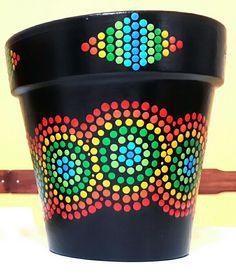 Black hand painted flowerpot. Macetas pintadas a mano. Facebook: A'cha Pots