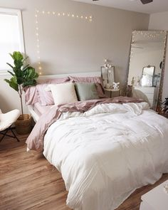 Apartment Decor 36 Stunning Apartment Bedroom Decor For Couples Look Romantic - Unless you are a sin Bedroom Decor For Couples, Cute Bedroom Ideas, Room Ideas Bedroom, Bedroom Inspiration, Cute Bedroom Decor, Bedroom Designs, Bedroom Ideas On A Budget, Comfy Room Ideas, Kids Bedroom