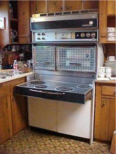 Frigidaire Flair Range or Tappan 400 range Retro Kitchen Appliances, Vintage Appliances, Kitchen Oven, Old Kitchen, Vintage Kitchen, Kitchen Tips, Lancaster, Retro Oven, Antique Stove