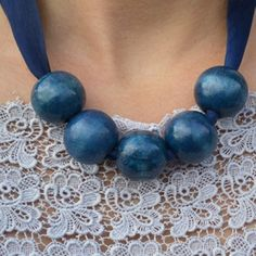 Need to add some color to your outfits? You can make 5 necklaces in 5 minutes for under 5 dollars with this easy tutorial. Enjoy!