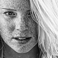 I <3 freckles..i think they're pretty even though everyone hides them