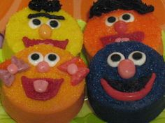 Sesame street oreos! I wish I had seen this for Noah's 2nd birthday! Would have been cute favors!
