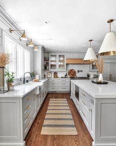 Grey Kitchen Designs, Interior Design Kitchen, Interior Livingroom, Interior Office, Interior Ideas, Office Decor, Modern Farmhouse Kitchens, Home Kitchens, Farmhouse Homes