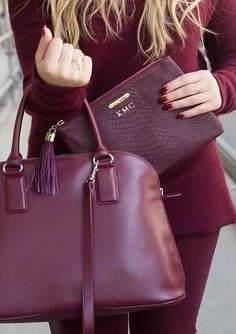 Marsala is versatile which works great with us. Marsala provides an enormous highlight for our different facial parts. Here's how to wear Marsala. Fashion Bubbles, Sacs Design, Shopper, Mode Style, Karen Walker, Beautiful Bags, Purses And Handbags, Mk Handbags, Versace Handbags