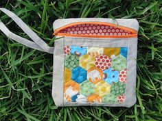 ocd: obsessive crafting disorder: Bag Lady Week: Quilted Hexie pouch tutorial and a giveaway by the Plaid Scottie!