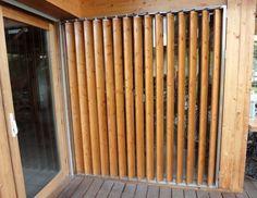 Risultati immagini per mur intimité pour patio avec store vertical en bois Room Partition Designs, Garden Office, Wooden House, Door Design, Shutters, Sliding Doors, Facade, Home Furniture, Home Improvement