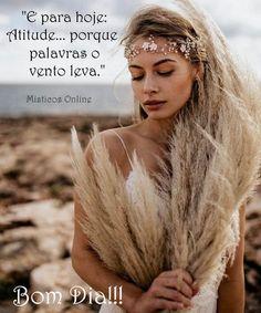 #misticosonline #misticos #tarot #tarotonline #atitude #pazeluz Portuguese Quotes, Hippie Flowers, Day For Night, Mists, Tarot, Instagram, Words Of Motivation, Photo Galleries, Motivational Quotes