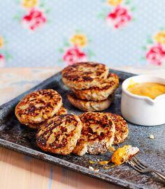 Possunjauhelihasta valmistetut jauhelihapihvit saavat tässä ohjeessa makua ja mehevyyttä omenasta.