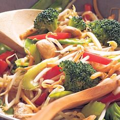 Nutrition To Fight Cancer Chow Mein Au Poulet, Vegetable Chop Suey, Nutrition Food List, Asian Recipes, Healthy Recipes, Healthy Foods, Confort Food, Chinese Vegetables, Macaroni Recipes