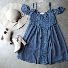 Beautiful blue dress with white hat, super stylish outfit Cute Dresses, Casual Dresses, Cute Outfits, Dresses Dresses, Beach Dresses, Boho Outfits, Dresses Online, Spring Summer Fashion, Spring Outfits
