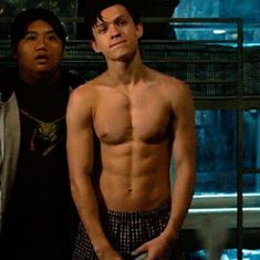 Madre mía willie❤️ chicos guapos - Rebel Without Applause Chris Hemsworth, Tom Holand, Tom Holland Peter Parker, Tom Holland Abs, Baby Toms, Michael B Jordan, Tommy Boy, Men's Toms, Zendaya