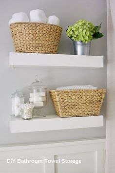Trendy bathroom shelves over toilet decor 31 Ideas Bathroom Towel Storage, Bathroom Shelves Over Toilet, Floating Shelves Bathroom, Diy Bathroom Decor, Bathroom Towels, Master Bathroom, Bathroom Ideas, Bathroom Cabinets, Bathroom Small