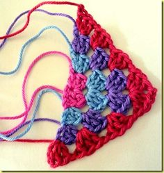 Tutorial - how to crochet a half granny square. Not in English but easy to follow pictures.  <3