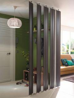 L'implantation : Les panneaux pivotants permettent de créer une séparation entre l'entrée et la pièce à vivre, sans la cloisonner complètement. L'entrée n'est plus simplement un espace ... #maisonAPart