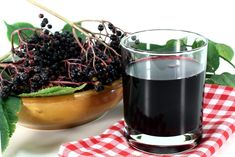 The juice from the Black Elderberry. Healing properties, application and contraindication - Zdrowie i uroda/Health and beauty - Elderberry Elderberry Plant, Alcoholic Drinks, Beverages, Wild Oats, Flu Symptoms, Swedish Recipes, Acai Bowl, Pesto, Red Wine