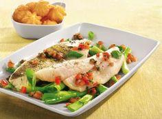 Steamed zander with basil vinaigrette Vinaigrette, Cooking Chef, Fresh Rolls, Cobb Salad, Meat, Chicken, Ethnic Recipes, Filets, Food