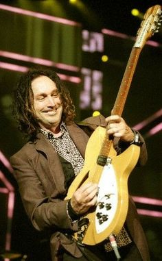 Runnin Down a Dream Book Losing Your Best Friend, Mike Campbell, Famous Guitars, Tom Petty, Rock And Roll, The Twenties, Toms, Entertainment, Singer