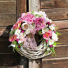 Veniec s ružovými tulipánmi / Hydrangea - SAShE.sk - Handmade Dekorácie Grapevine Wreath, Grape Vines, Floral Wreath, Wreaths, Handmade, Board, Decor, Floral Crown, Hand Made
