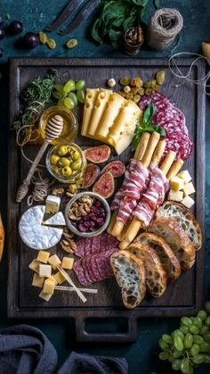 Charcuterie Recipes, Charcuterie Platter, Charcuterie And Cheese Board, Antipasto Platter, Cheese Boards, Antipasti Board, Party Food Buffet, Party Food Platters, Cheese Platters