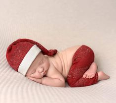 Newborn Santa outfit www.ketaprops.etsy.com All props in the shop are in stock and ready to ship from USA Newborn Christmas Outfits Girl, Newborn Christmas Pictures, Newborn Photo Outfits, Newborn Photo Props, Newborn Pictures, Newborn Session, Baby Photos, Christmas Pics, Baby Newborn