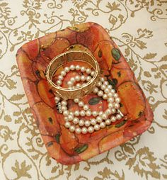 can u believe this is a Styrofoam meat tray? decoupage! great site for crafts