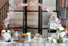 Alice in wonderland dessert table // 不思議の国のアリスがテーマのデザートビュッフェデコレーション | ベンジャミンズパーティー