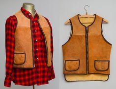 1940s lederen Vest geschoren schaap bekleed twee Pocket buiten jacht Vest  * Dit vest is in AS-IS voorwaarde * heeft 1.5 scheuren waar de juiste zak ontmoet jas / scheuren op voorzijde onderkant dicht bij naad & onder linker oksels gebied.  Ruw uit leder met warme sherpa voering.  Messing ritssluiting.  Geen code binnen. Gelieve te verwijzen naar metingen  Maten borst: 38 lengte: 23 in voorzijde / 25 in de rug