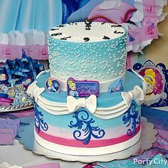 No need for a fairy godmother to create a magical cake! Click to see our dreamy Cinderella birthday cake how-to!