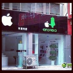 A Colorful Image To Depict Android vs. Apple, According To An Android Zhuhai, Taylor Kitsch, Funny Signs, Funny Memes, Hilarious, Funny Facts, Funny Quotes, Asian Humor, First Iphone