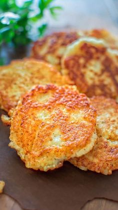 So simple, yet unbelievably tasty, these Classic Potato Pancakes are not to be missed! This easy Latke recipe is a staple at my family! Potato Dishes, Veggie Dishes, Vegetable Recipes, Vegetarian Recipes, Cooking Recipes, Healthy Recipes, Vegetarian Pancakes, Side Dishes, Vegetarian Breakfast