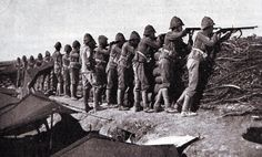 Grenadier Guards manning an emplacement at Modder River after the Battle of Magersfontein on December 1899 in the Boer War British Army Uniform, British Soldier, Falklands War, Crimean War, Military Modelling, Military Diorama, British Colonial, African History, British History