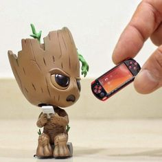 Video game logic 737886720172777478 - Groot don't want to advancing on playing vedio games Source by Cute Disney Drawings, Cute Animal Drawings, Kawaii Drawings, Cute Drawings, Cute Disney Wallpaper, Cute Cartoon Wallpapers, Art Mignon, I Am Groot, Avengers Wallpaper