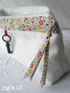 Sewing Art, Love Sewing, Diy Bags Purses, Zipper Bags, Zipper Pouch, Creation Couture, Couture Sewing, Liberty Fabric, Sewing Class