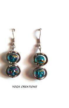 6affb0538830 Boucles d oreilles en perles de verre bleues turquoises reflets dorés et  fushia et cadre